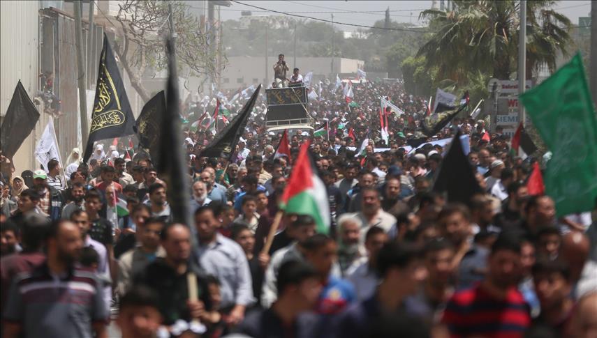 مسيرات لحماس بغزة تهاجم الرئيس عباس