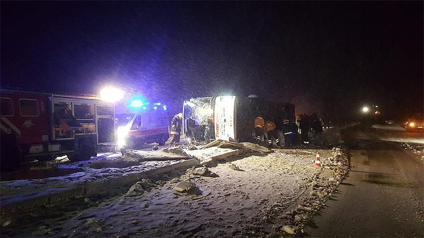 مصرع ثلاثة أشخاص بحادث سير وسط تركيا