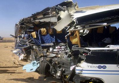 مصرع 5 أشخاص وإصابة 60 في تصادم حافلتين شمال شرقي مصر