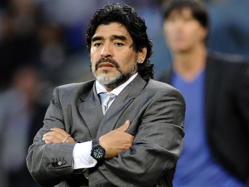 نابولي تمنح الأرجنتيني مارادونا