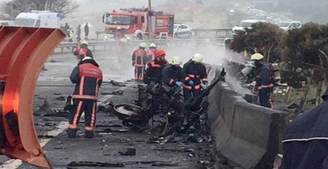 والي إسطنبول يعلن مصرع 5 أشخاص في تحطم مروحية خاصة