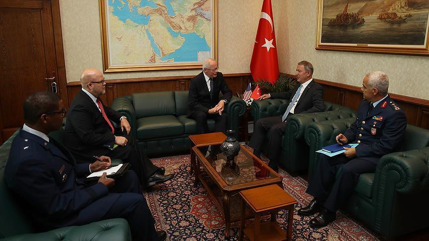 وزير الدفاع التركي يستقبل الممثل الأمريكي الخاص بشأن سوريا