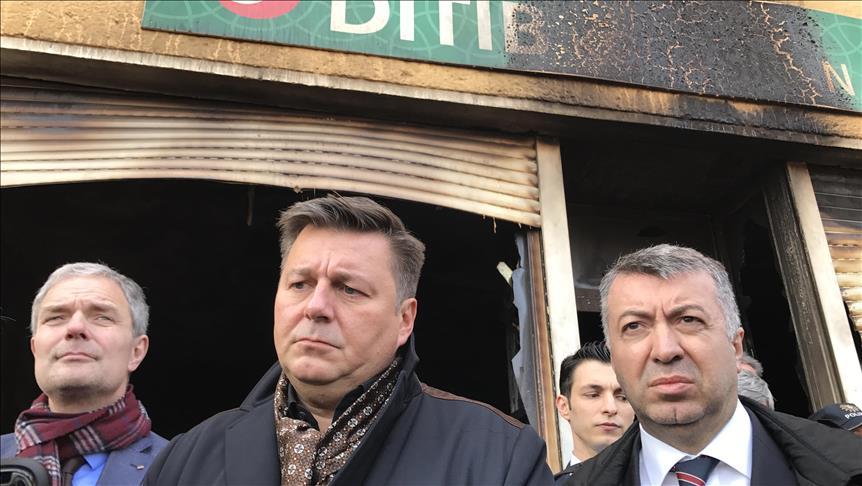 وزير داخلية برلين يزور مسجدا أحرقه مجهولون