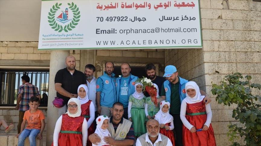 وقف الديانة التركي يوزع لحوم الأضاحي على مئات الأسر السورية في مخيم عرسال
